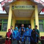 Rekan-rekan dari KPML Foto Bersama di depan kantor Kepala Desa (foto.rls)