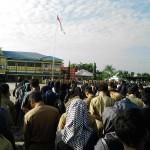 Ratusan Para Pegawai Dan honorer di Lingkungan Pemkab Meranti tampak Mengikuti Upacara Perdana dengan hikmad yang dipimpin oleh WakilBupati. (wahyu)