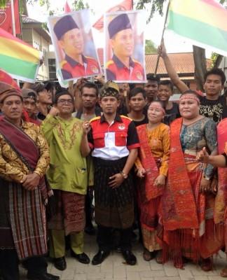 Calon Walikota Ali Syahbana Saat Mengembalikan Formulir di Kantor DPC PDI P (foto.hms)