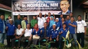 Masyarakat dan Kader tetap kompang mendukung Ir.Nofrizal menuju PKU 1 (foto.rusdi)