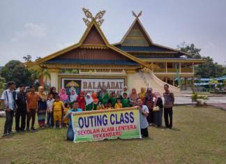 Foto di depan Balai Adat Lembaga Adat Melayu Riau