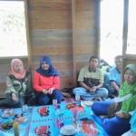 Wahyu Kurniawan Bersama Ibu-ibu PKH Meranti dalam Sosialisasi (foto.yu)