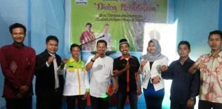 Tokoh Riau H Masrul Kasmi Tampak Akrab dnegan Ketua LM2R Dan ketua umum BSM BB Riau dalam Dialog kebudayaan (sk)