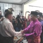 Ali Syabana Serahkan Persyaratan Perorangan ke KPU Pekanbaru