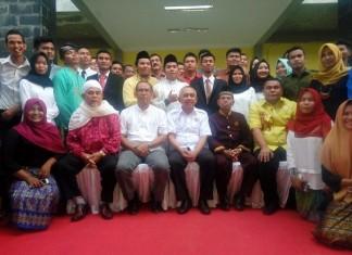 foto: Foto bersama saat acara peresmian asrama sakai dan pengukuhan pengurus HPPMSR