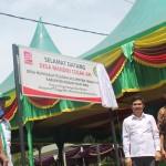 Head Plantation Operation Minamas Upstream Indonesia, Roslin Azmi Hasan, meresmikan Desa Cegah Api. (foto: sk)