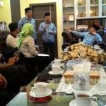 Rombongan PKH Temui Bupati Di Kediaman, bicara soal Dinsos (foto: Rudi)