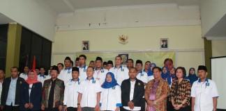 Seluruh Pengurus MPW ICMI Muda Riau Foto Bersama dengan MPP ICMI Muda Pusat dan Asisten I Pemprov Riau. (Foto: Marzuki)