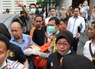 Foto:Evakuasi korban penyekapan di Pulomas