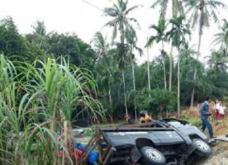 foto:mobil l300 pengangkut bawang merah ilegal terjunam ke parit desa temeran bengkalis riau