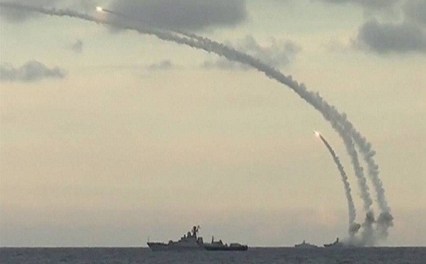 foto:Rudal-rudal jelajah Kalibr ditembakkan dari kapal perang Rusia dalam operasi militer di Suriah,akui menguji 162 senjata canggih dalam operasi militer di Suriah.