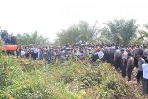 foto:Perkumpulan gelar pembacaan sita exsekusi lahan 1300 hektar (Foto:AA)