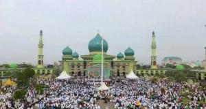 foto: Subhanallah! Tabligh Akbar Ribuan Umat Islam di Halaman Masjid Agung An Nur Pekanbaru