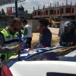 Petugas Satlantas Sedang Melakukan pemerikasaan (foto:rls)