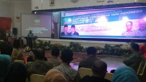 Foto:Gubernur Riau Arsyadjuliandi Rachman promosikan mie sagu dan gula aren di hadapan jajaran kepengurusan Himpunan Kerukunan Tani Indonesia (HKTI) baik pusat mau pun Riau.