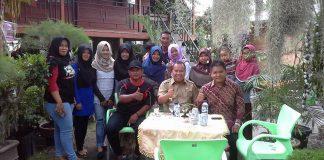 Bupati Meranti bersama Owner Taman Mini, Akrab Bersama Pengunjung. (foto:to)