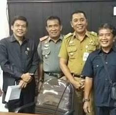 Lurah Tuah Madani Ahmad Junaidi, Foto Bersama dengan Ketua Komisi IV Roni Amril