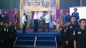 Khairuddin Al-Young sekum Ika UIN Riau, bersama Rektor Munzir Hitami