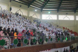 Ribuan Siswa/i mendengarkan Kuliah Umum panglima TNI Gatot Nurmantyo. (foto.sar)