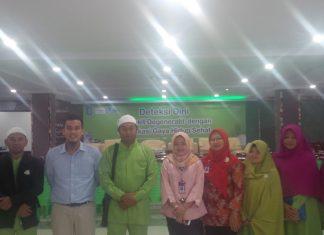 Kepsek Arsyad Islamic School, Abu syarif Foto Bersama direkture RS Syafira Pekanbaru, Dr. Rina