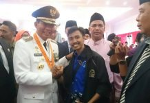 Walikota DR H Firdaus Bersama Sarwan Kelana Kutua ICMI Muda Pekanbaru, usai Pelantikan