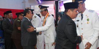 Bupati Meranti H Irwan Memberi ucapan Selamat Kepada Walikota Pekanbaru H Firdaus (Foto:Sar)