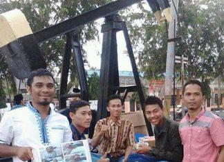Isna Dosen Muda Bersama Mahasiswa ketika Menggalang Dana