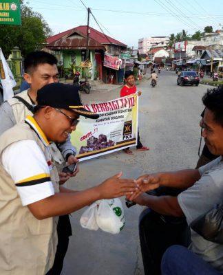 PKS Bagikan Ta'jil di Tengah Kota Taluk Kuantan