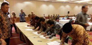 Bupati dalam penandatanganan MoU kerjasama