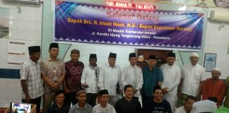 Pengurus dan Jamaah Masjid Foto Bersama Calon Gubernur Riau 2018