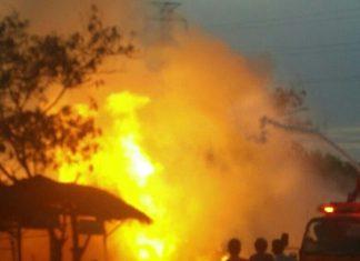 Mobil Grand Max Pengangkut Minyak Mentah Terbakar Setelah Laga Kambing Dengan L300 Angkutan Umum Foto: Istimewa