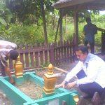 Muzamil Sedang Mengirimkan Doa untuk Arwah Tokoh Rangsang