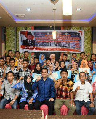 Puluhan Anggota Paskibra Foto Bersama Muzamil usai Menerima Motivasi dan Penghargaan
