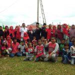 Buk Sekcam dan Pak Lurah foto bersama dengan Masyarakat dan anak anak prumahan Griya Idaman