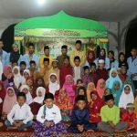 Muzamil saat foto Bersama dengan Panitia, kades dan Anak anak FAS
