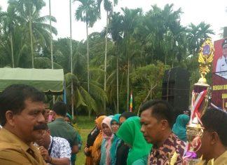 Wakil Bupati Aceh Timur Syahrul Bin Syama'un saat memberikan sambutan dan arahan pada pembukaan kegiatan peringatan Kegiatan BBGRM Ke 14 dan HKG Ke 45. Foto (Bagian Humas Setdakab) Atim.