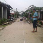 Pekerjaan semenisasi Gang Kulim RT 03 RW 01 Kelurahan Pembatuan Kecamatan Tenayaan Raya sedang dalam pekerjaan, Minggu (22/10/2017).