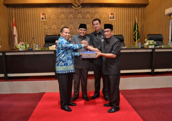 Bupati Irwan Nasir Salam Komando dengan Ketua DPRD Meranti