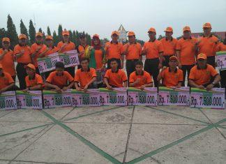 Gubernur Riau bersama kadispora Foto Bersama Para Pelatih Dan Atlet