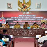 Wakil Bupati Aceh Timur, Syahrul Bin Syama'un menyampaikan arahan dalam Rakor Panitia Pengarah, Panitia Penyelenggara Bersama Pimpinan Kafilah MTQ XXXIII Se Aceh di Aula Serbaguna Idi, Aceh Timur, Senin 6 Nopember 2017.Foto: Humas Pemkab Aceh Timur