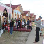Bupati Aceh Timur, H. Hasballah Bin H.M. Thaib saat mengujungi stand bazar Musabaqah Tilawatil Quran (MTQ) Ke XXXIII, Minggu 19/11/2017. Foto Bagian Humas Setdakab Aceh Timur