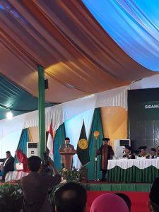 Prof. DR. KH. Din Syamsuddin ketika Memberi Orasi Ilmiah