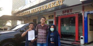 Kabid Anak LPA Riau Nanda Pratama saat mendampingi Korban dan ayahnya di Polda Riau