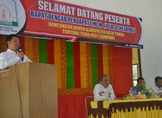Sekretaris Daerah Kabupaten Aceh Timur, M. Ikhsan Ahyat, S.STP. M.AP saat menyampaikan sambutan pada acara rapat dengar pendapat publik (public hearing) rancangan qanun kabupaten Aceh Timur Tentang Tuha Peut Gampong. Foto: Bagian Humas Setdakab Aceh Timur.