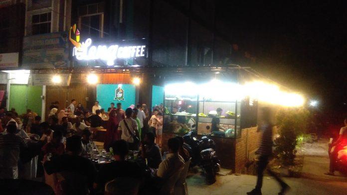 Tampak Ratusan Tamu yang datang silih Berganti di Grand Opening Leng Coffee (sholihin)