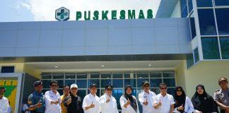 Bupati bersama Ketua DPRD Foto bersama Di depan Gedung Puskesmas