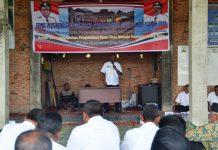 Teks Foto: Bupati Aceh Timur H. Hasballah Bin H.M. Thaib saat memberikan kata sambutan dan arahan pada pelaksanaan musrembang Gampong Lhok Dalam, Kecamatan Darul Ikhsan, Foto Bagian Humas Aceh Timur.