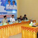 UJI KOMPETENSI: Salah satu peserta mengikuti Uji Kompetensi Pejabat Pimpinan Tinggi Pratama dilingkungan Pemkab Aceh Timur di Aula Sekretariat TAPD Aceh Timur di Idi, Rabu 14 Maret 2018. Foto: Humas Aceh Timur.
