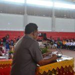 Teks Foto: Drs. Zahri Asisten Pemerintahan Sekdakab Aceh Timur saat memberikan sambutan dan arahan pada pelantikan PPK dan PPS oleh KIP Aceh Timur. Foto bagian humas aceh timur.