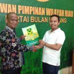Irwan saat mengambil Formulir Caleg DPRD Riau